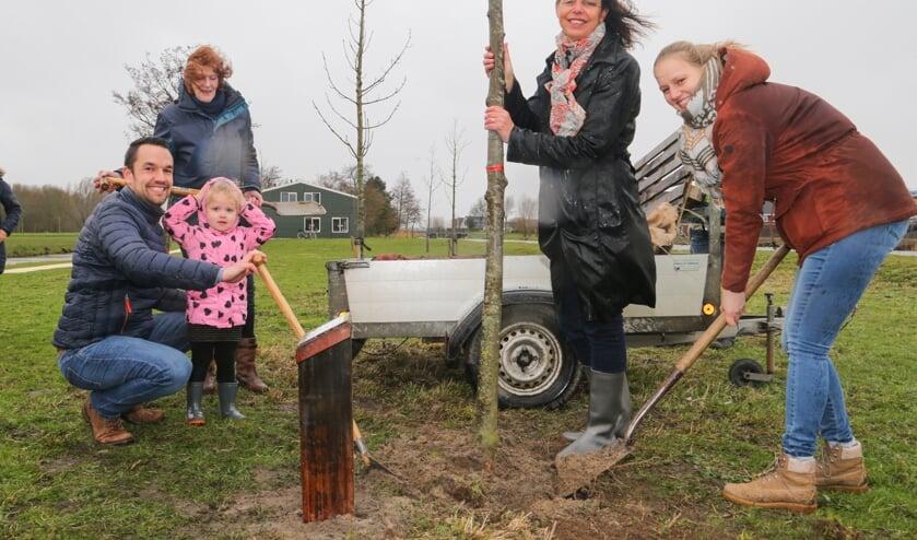 De eerste Geboorteboom is voor Isabel Euser in het Geboortebos in Medemblik geplant.