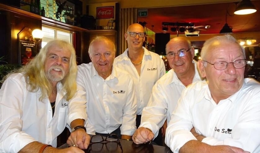 Sixtiesband de Stoel treedt op in het Wapen van Middelie.