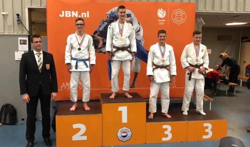 Quinten Borgsteede (tweede van rechts) op het 'bronzen' podium.