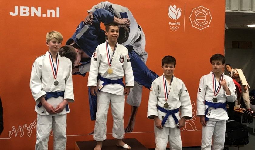 De judoka's blij met hun bronzen plak.