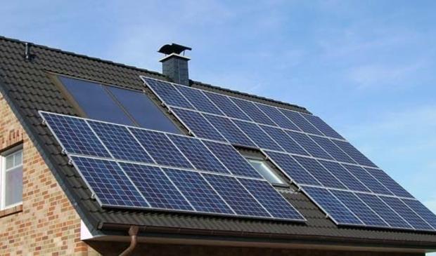 <p>In de gemeente Medemblik zijn volgens Jan van der Lee genoeg grote daken om te vullen met zonnepanelen.</p>