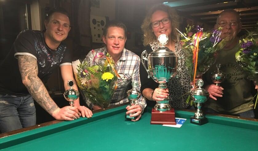 De finalisten Roy Smit (2), René Mul (3), kampioen Frederieke Wagenaar en Hans Tamis (2).