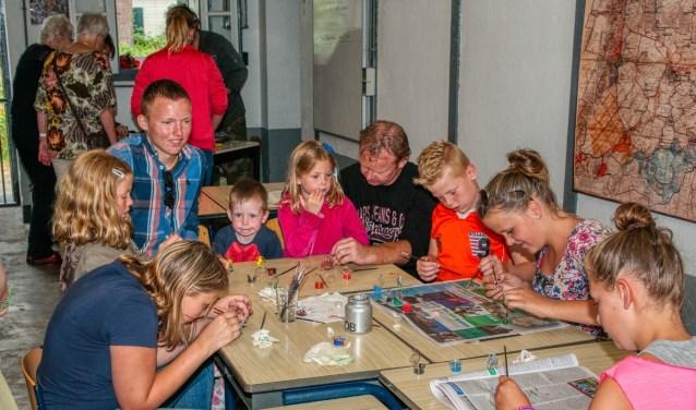 Kinderen kunnen hun kunstwerken mee naar huis nemen.