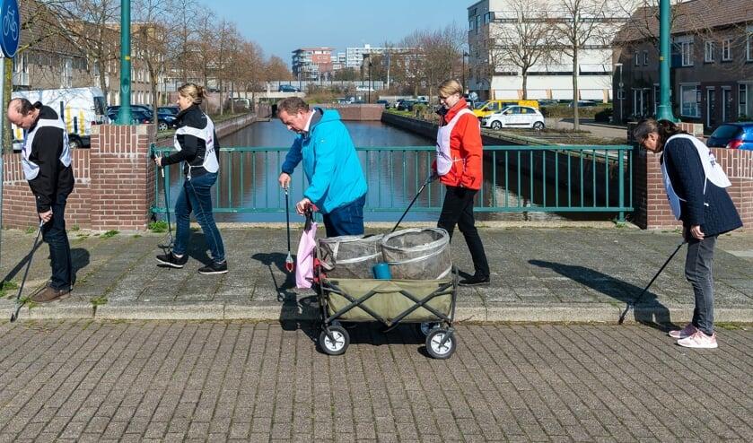 In het kielzog van Dirk Groot ontdeden de mensen van Bose de straten van zwerfvuil.