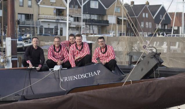 Het Urker Mannenkwartet geeft een concert in Andijk.