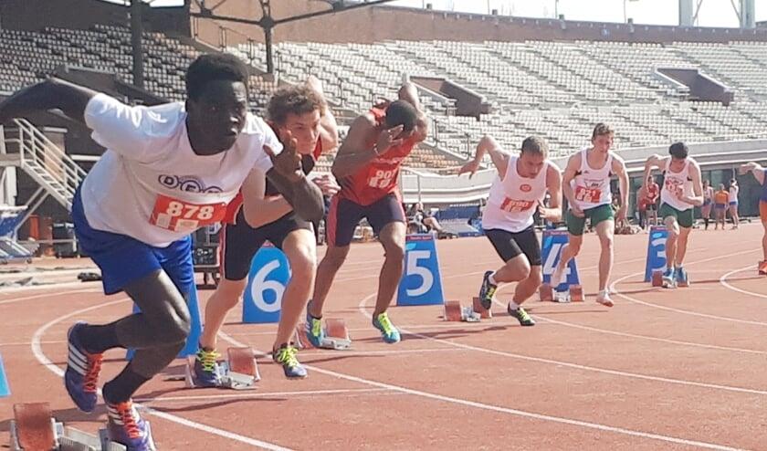 De DEM-atleten beginnen aan hun buitenseizoen in het Olympisch Stadion.