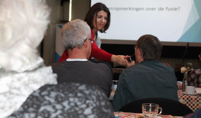 Dagvoorzitter Fanny Bod laat alle aanwezigen aan het woord.