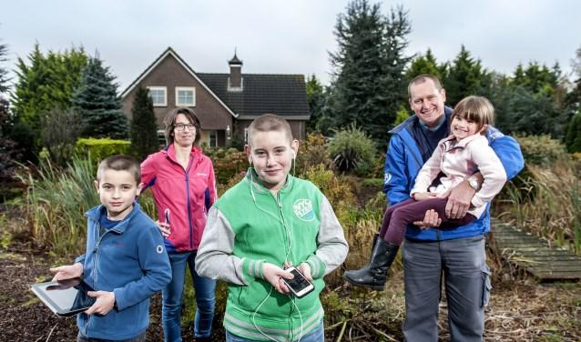 Familie van der Hoorn maakt gebruik van glasvezel in het buitengebied.