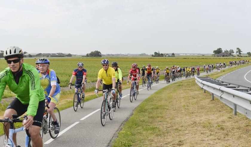 De deelnemers van de 27e sponsortocht fietsen deze keer voor Kinderhuis Samuël.