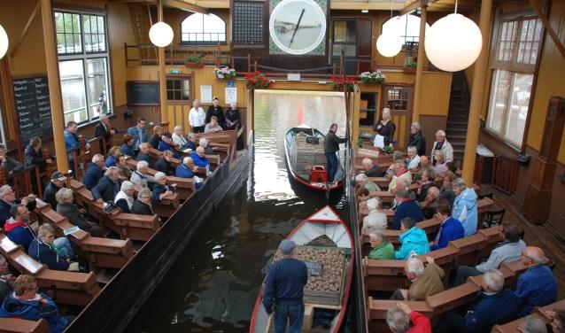 Tijdens deze eerste authentieke doorvaarveiling doet Museum BroekerVeiling oude tijden herleven