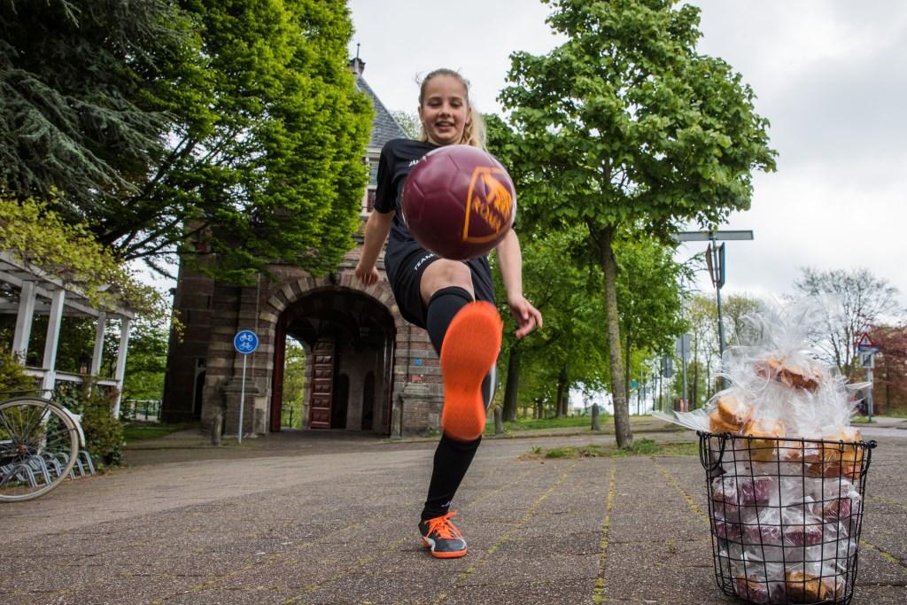 """""""Net als jongens moeten meiden kunnen voetballen. Gelijkheid en voor iedereen dezelfde kansen; dat vind ik heel belangrijk.""""  (Foto: Vincent de Vries) © rodi"""