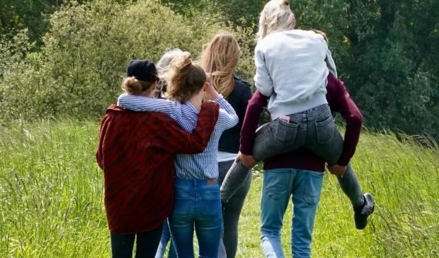 <p>Wekelijks samen wandelen doet eenzame jongeren goed.</p>