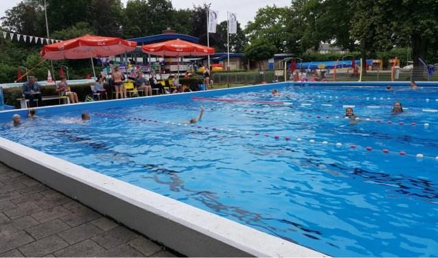Iedereen met een A-diploma kan maandag 13 tot en met vrijdag 17 mei weer meedoen aan de zwemvierdaagse in De Bever.