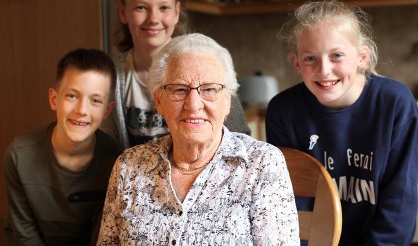 Joey, Amy en Sophie interviewden de 91-jarige mevrouw Willy den Hartigh- Balder over wat zij als kind van een verzetsheld heeft meegemaakt in de Tweede Wereldoorlog.