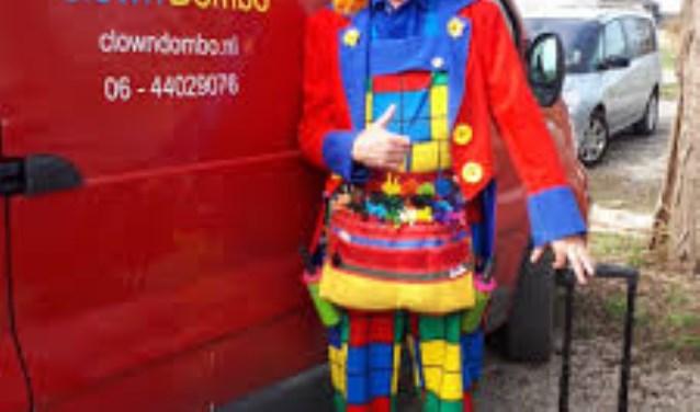Clown Dombo is present op de Huppeltjesmarkt.