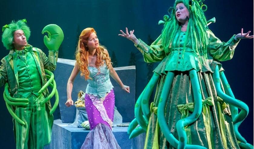 Sita Vermeulen (m) speelt de titelrol in de familievoorstelling 'De Kleine Zeemeermin - De musical'.