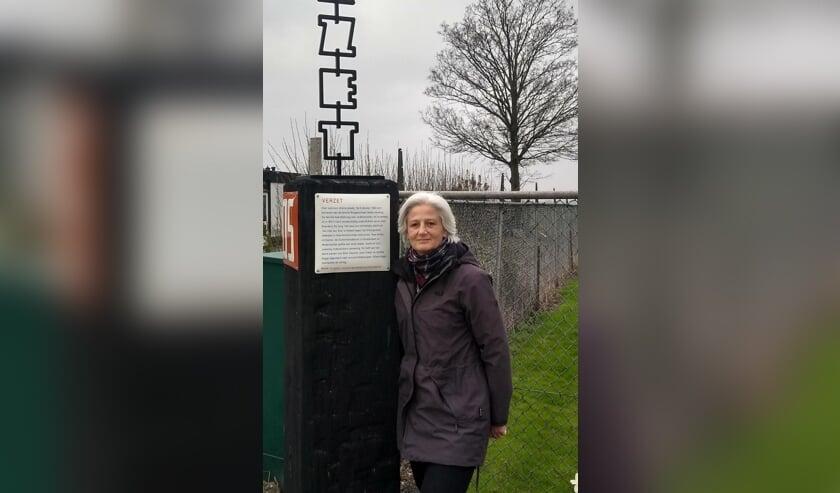 Mirjam Noach, Polderdichter Haarlemmermeer, schreef het gedicht voor Verhalenpaal 'Verzet', te vinden aan de Rijnlanderweg 1253.