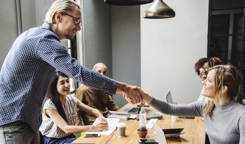 Werkzoekenden krijgen tips voor hun sollicitatiegesprek of CV en kunnen hun ervaringen delen met elkaar.