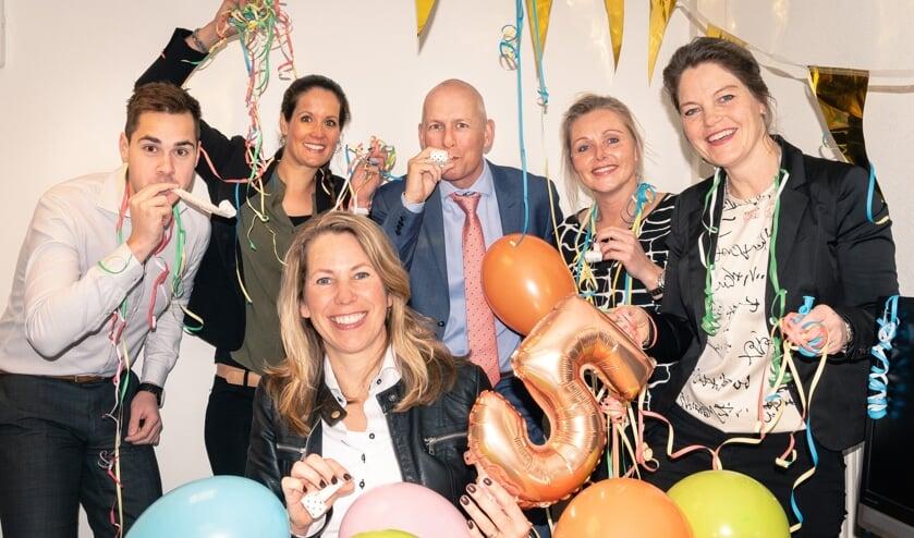 Het vijfjarig bestaan wordt uiteraard gevierd door het team van Hoekstra & Van Eck Heerhugowaard.