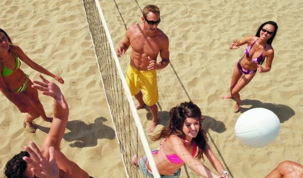 Beachvolley is een gezellige sport. Kom naar Reflection in Hoogwoud voor een clinic.