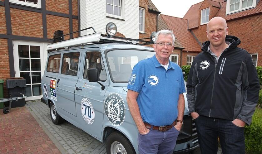 Vader Leendert en Leenze Le Grand doen mee aan de Baltic Sea Circle met hun 33 jaar oude Ford Transit 'Roaming Rhino'.