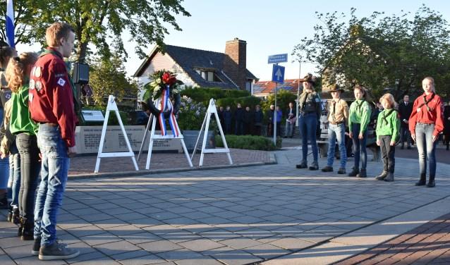 Bij De Stier werd een indrukwekkende ceremonie gehouden in samenwerking met Scouting Langedijk.
