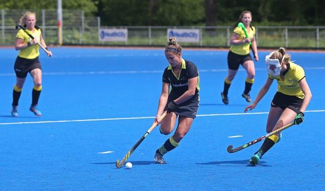 De dames van De Reigers winnen met 3-0 van hekkensluiter Leeuwarden.