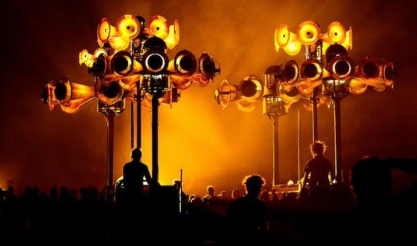 De opening door Mecanique Vivante wordt een spektakel.