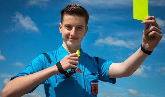 Daniël Terpstra is de jongste KNVB scheidsrechter van Noord-Holland.