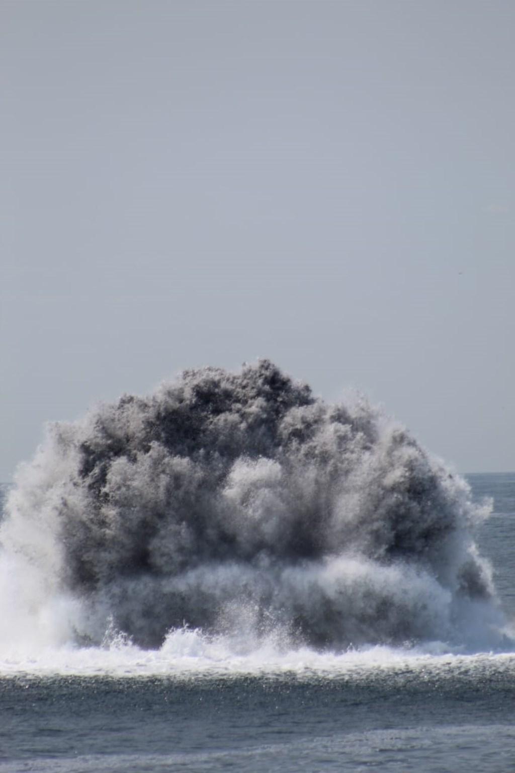 Omdat enkele zeemijnen dicht bij pijpleidingen en kabels lagen, moesten deze eerst verplaatst worden naar een veilige locatie voor ontploffing. (Foto: aangeleverd) © rodi