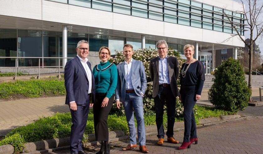 Het bestuur bestaat thans uit, van links naar rechts: Joost Brugman, Nicolette van der Heijden, Rob de Neve, Sjaak Lambalk en Agnes Bak.