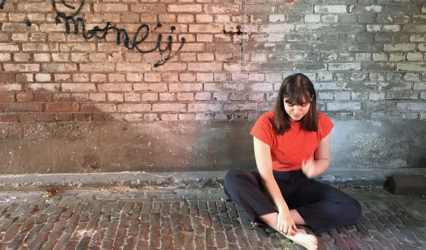 Louise gefotografeerd als Colombiaans straatmeisje.