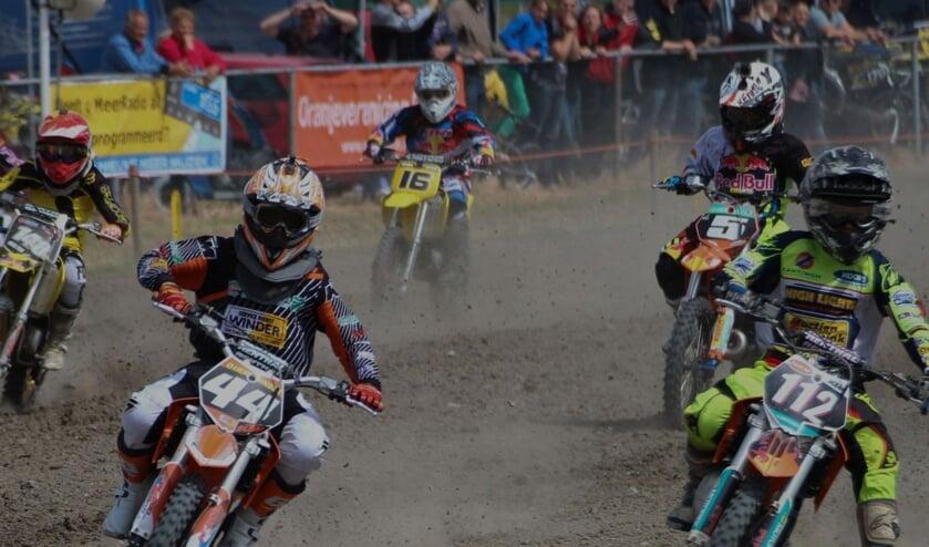In diverse klassen strijden de deelnemers op het parcours aan de Oosterdreef tegen elkaar.