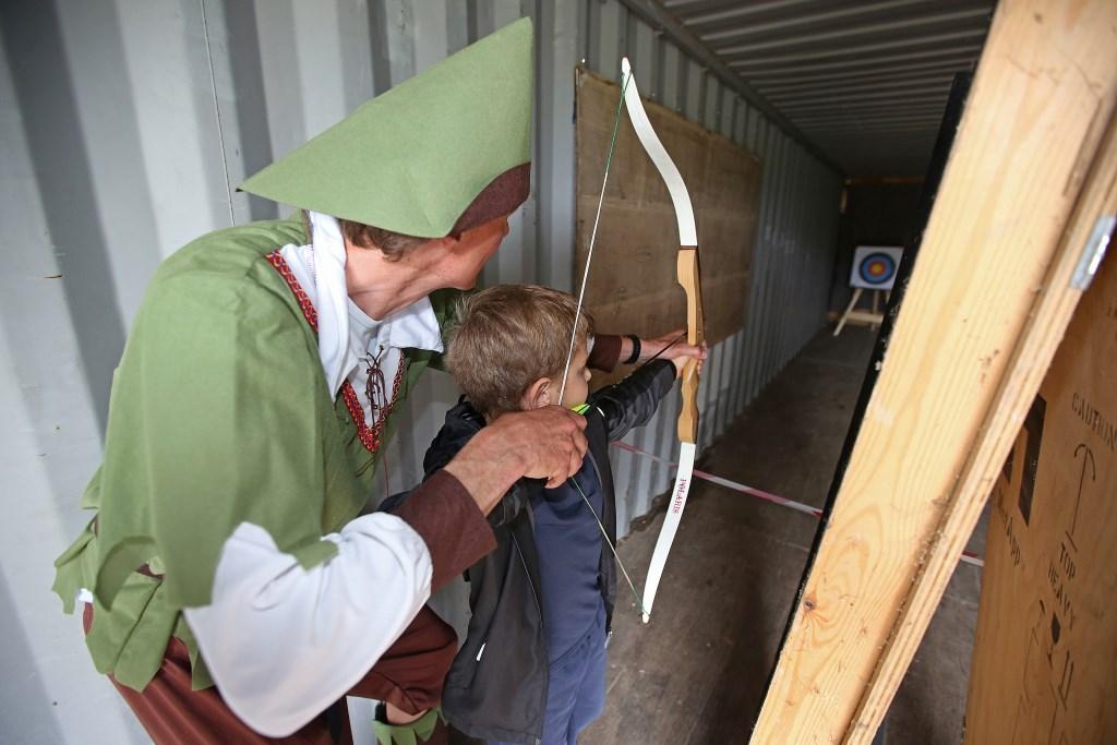 Van wie kun je het beste leren pijl- en boogschieten? Van Robin Hood natuurlijk.  (Foto: Rowin van Diest) © rodi