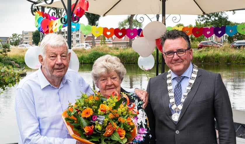 Het paar werd verblijd met de komst van locoburgemeester Mario Hegger.