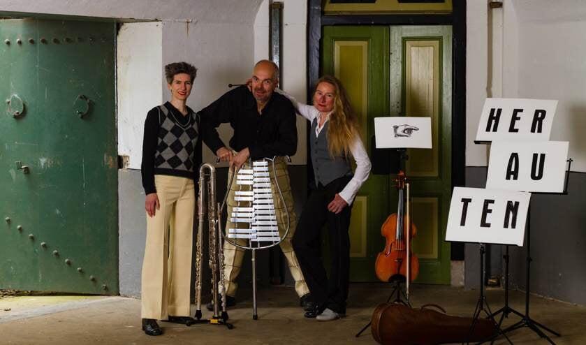Duo Leeghwater en Henk Zwart geven het concert 'Herauten van de Stelling'.