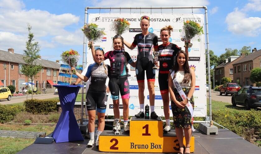 Podium Elite/Belofte Club-Vrouwen/Amateur-Vr./Junior-Vr 2018 v.l.n.r Beste junior vrouw Ilse Grit  2. Tessa Neefjes 1.Lizzy Witlox 3. Aagtje Dijkman en Ronde Miss Karen Nguyen