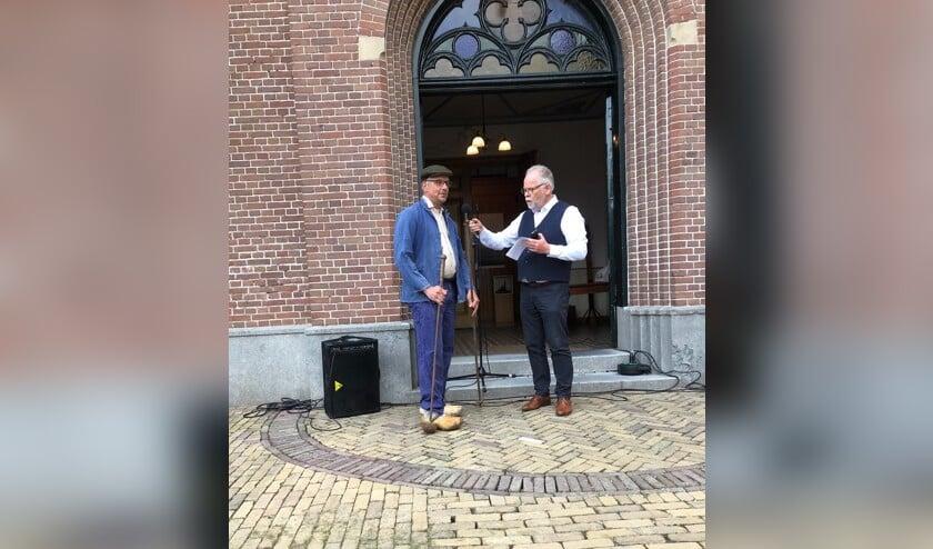 De heren Tromp en Blank tijdens de opening van de tentoonstelling 'Op Stoom'.