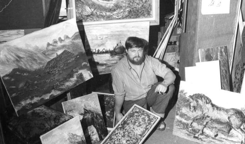 Kees Keeman, beeldend kunstenaar en nachtburgemeester van Beverwijk, geboren in Velsen-Noord.  (Foto Hans Blom, uit het boek Het dorp Velsen-Noord)