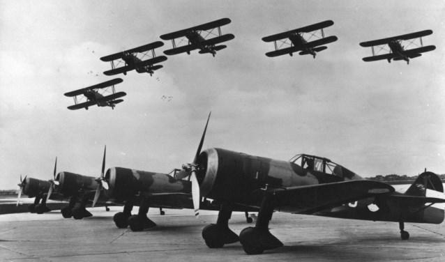 Fokkers op de grond en in de lucht.