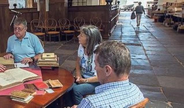 Arie Molendijk is specialist in onder meer het taxeren van boeken, handschriften en documentatiemateriaal uit de Tweede Wereldoorlog.