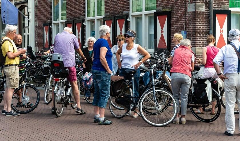 De VVV museumwinkel aan de Peperstraat is het verzamelpunt van de fietstocht.