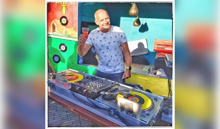 DJ  Johnny5.