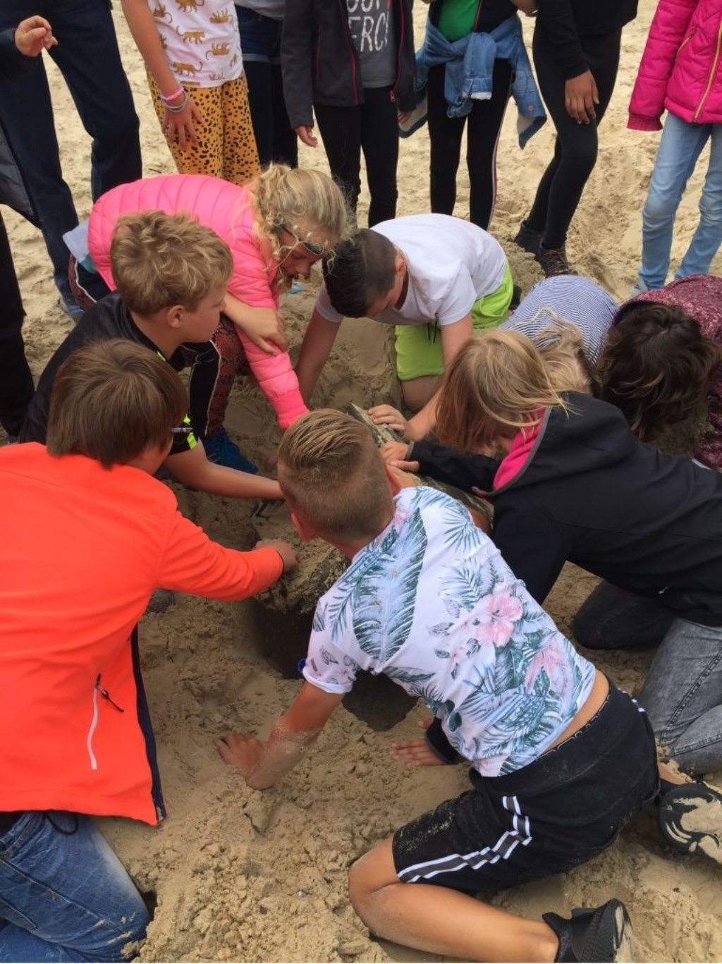 . Met de vier schatten en het opgraven van de kist in het magische vierkant konden de kinderen het zandmonster weer blij maken.  Patricia van Lieshout © rodi
