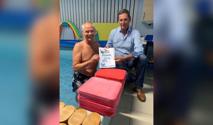 Meerwerf Basisschool Dr. Jac. P. Thijsse tekende contract met zwemschool de Dolfijn van Andre Boon.