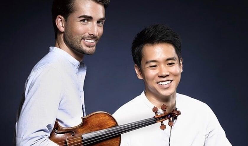 Het duo Niek Baar en Ben Kim treden tijdens het eerste Lindegrachtconcert op.