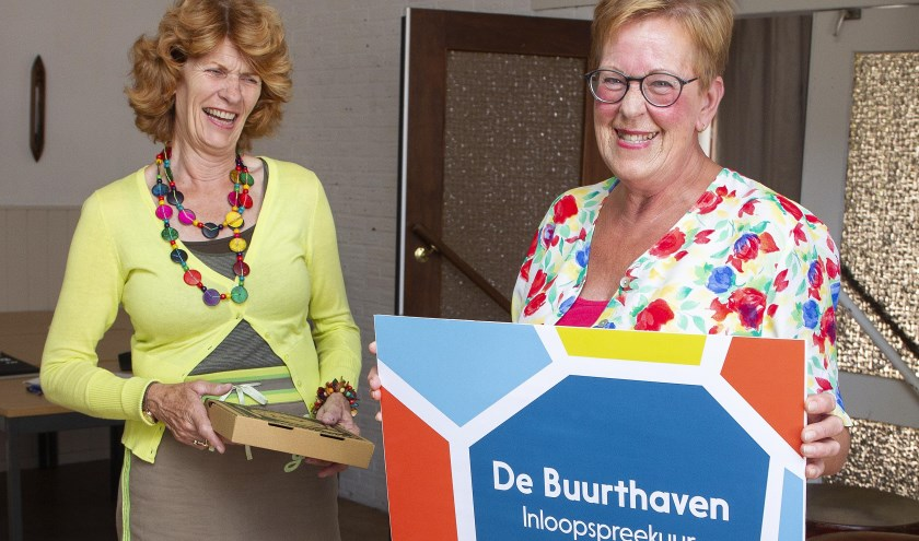 De prijswinnares ontving dinsdag 9 juli een dinerbon uit handen van wethouder Tjitske Biersteker-Giljou.