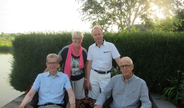 Deinitiatiefnemers van Regenboog 50+: Pieter en Ruben (Roze Senioren Westfriesland), Rita (Vita+) en Frans (lhbtiwestfriesland).