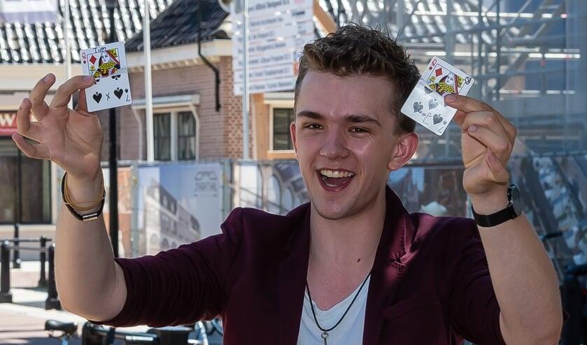 De talentvolle Purmerendse illusionist deed afgelopen weekend zijn trucs op Reuring.
