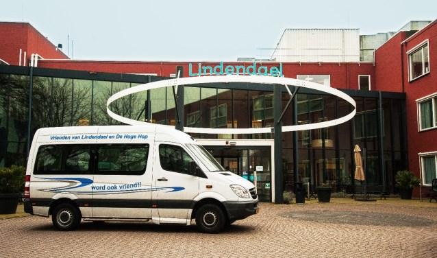 De rolstoelbus wordt gebruikt voor uitstapjes en familiebezoek,maar ook om de mensen van de dagbehandeling te vervoeren.